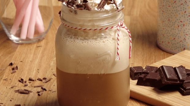 Café Frappé com Chantilly e Chocolate